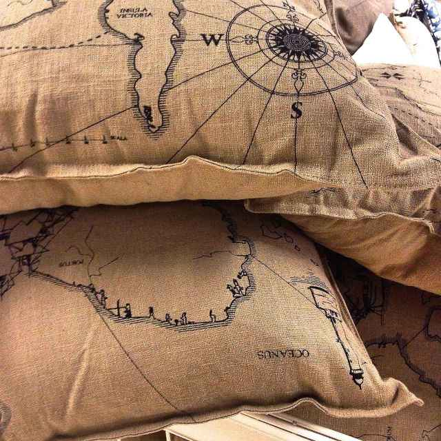 burlap_pillows